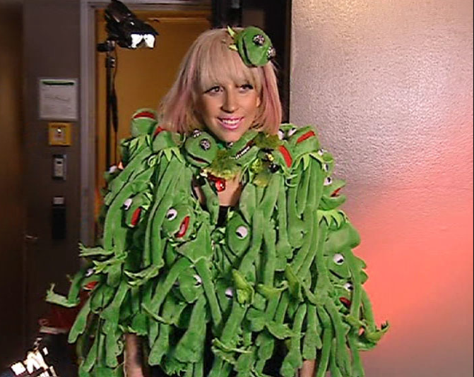 Lady-Gaga-The-Muppets-Holiday-Spectacular